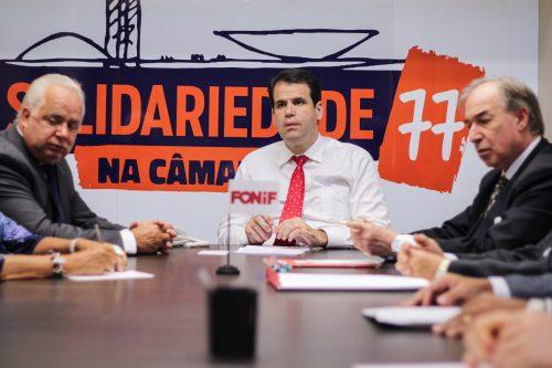 deputados reunidos em Caravana da Filantropia