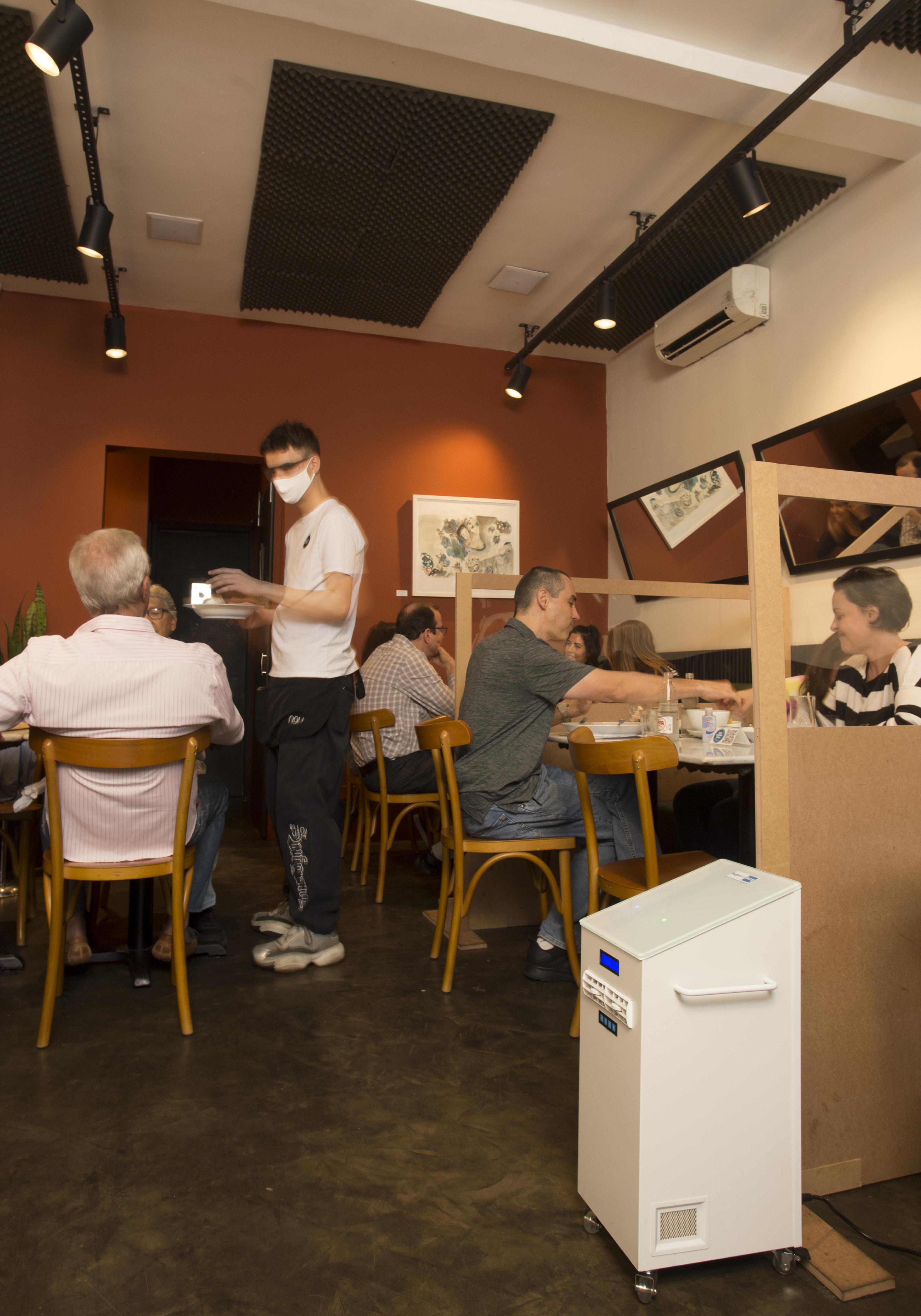 Restaurantes adotam esterilizador de ar para ajudar na retomada dos negócios