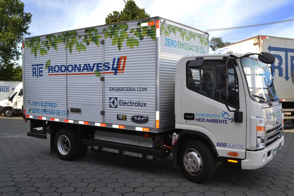 RTE Rodonaves realiza teste de caminhão 100% elétrico para entregas