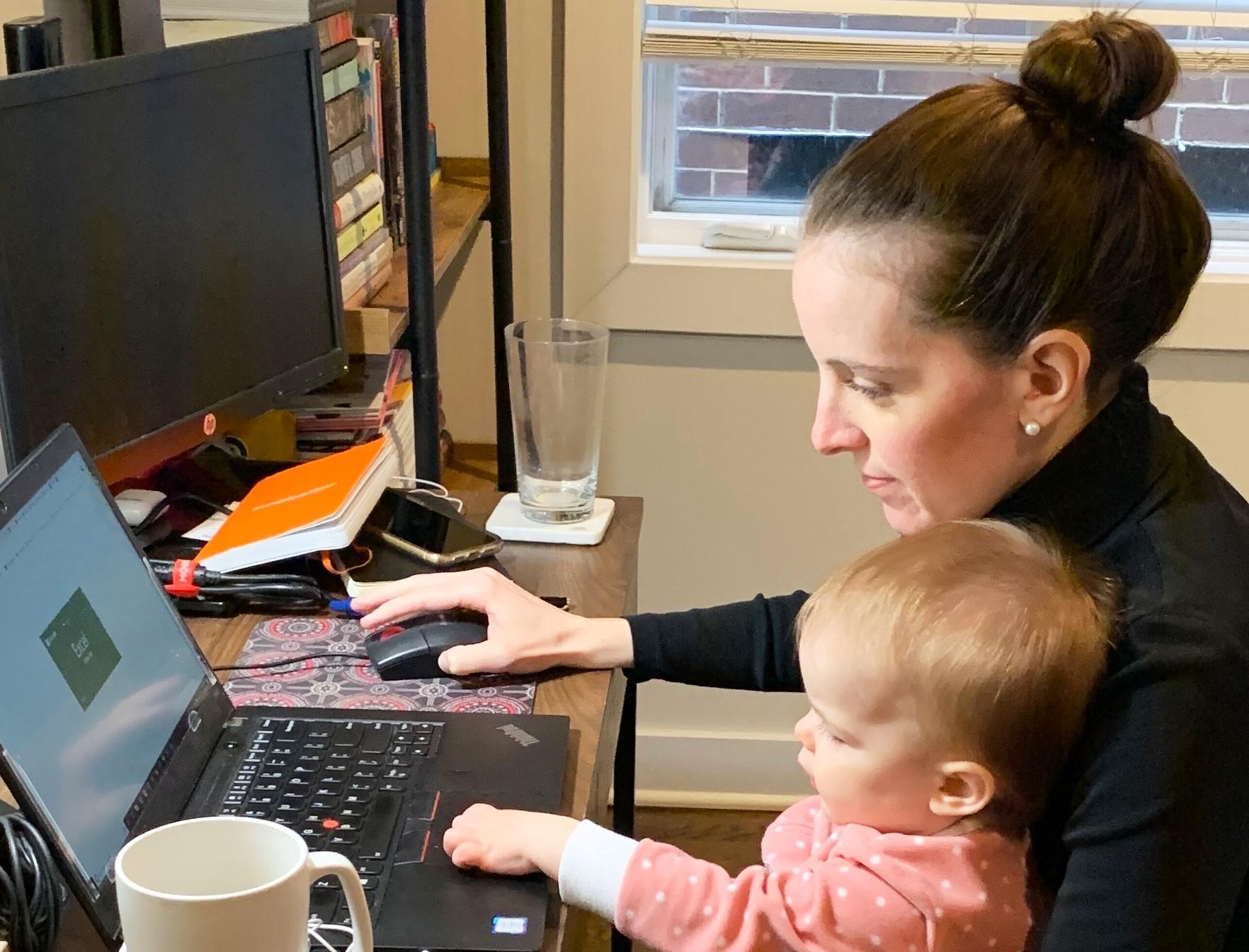 Mulher em Home Office