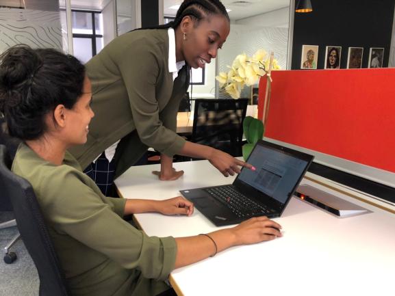 Kearney firma parceria com a plataforma de aprendizagem Inventivos para apoiar talentos negros